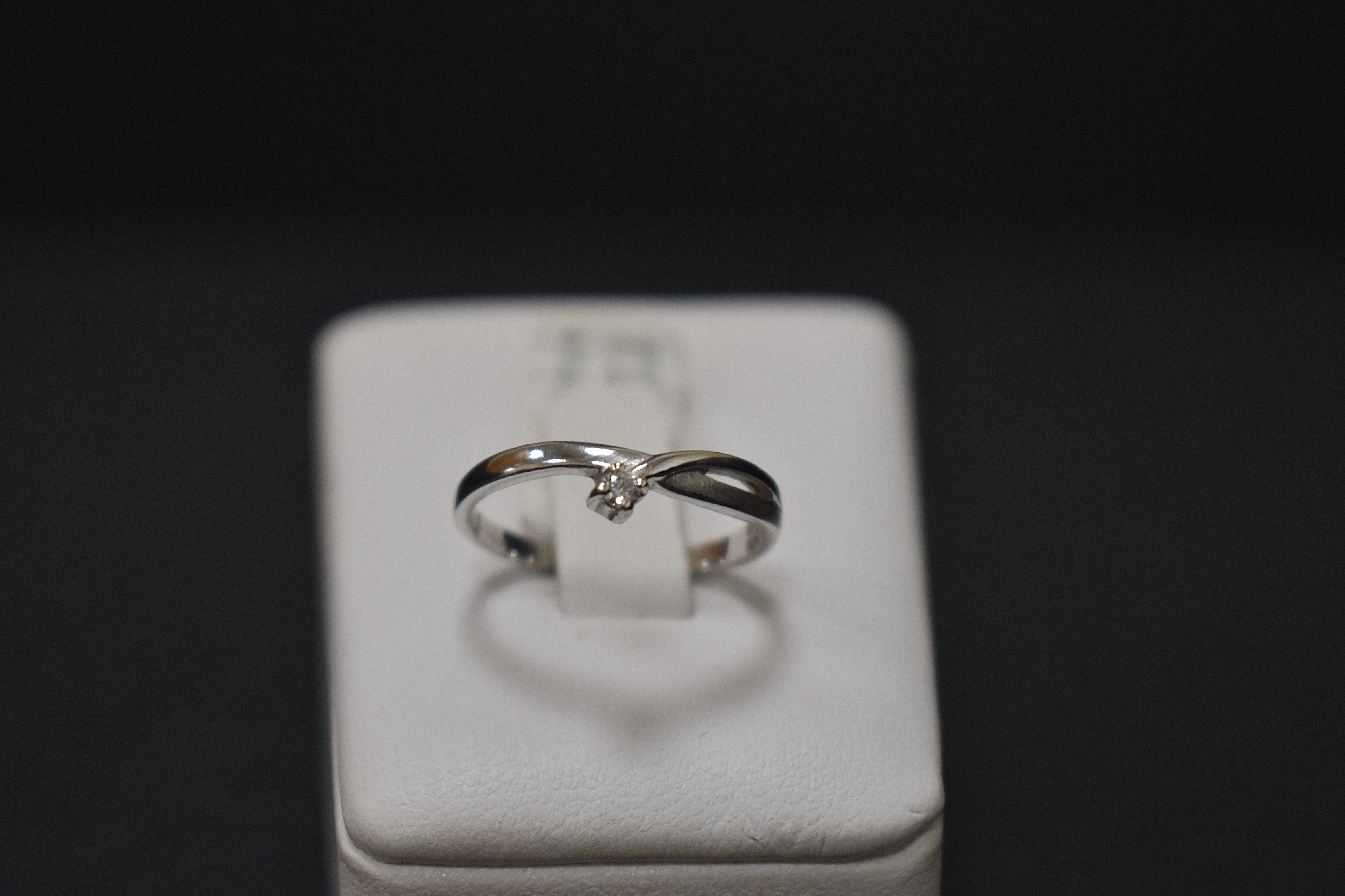 prsten briliant 0,04ct. vel.52